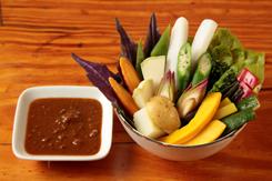 やんばる野菜のスパイシー肉みそディップ
